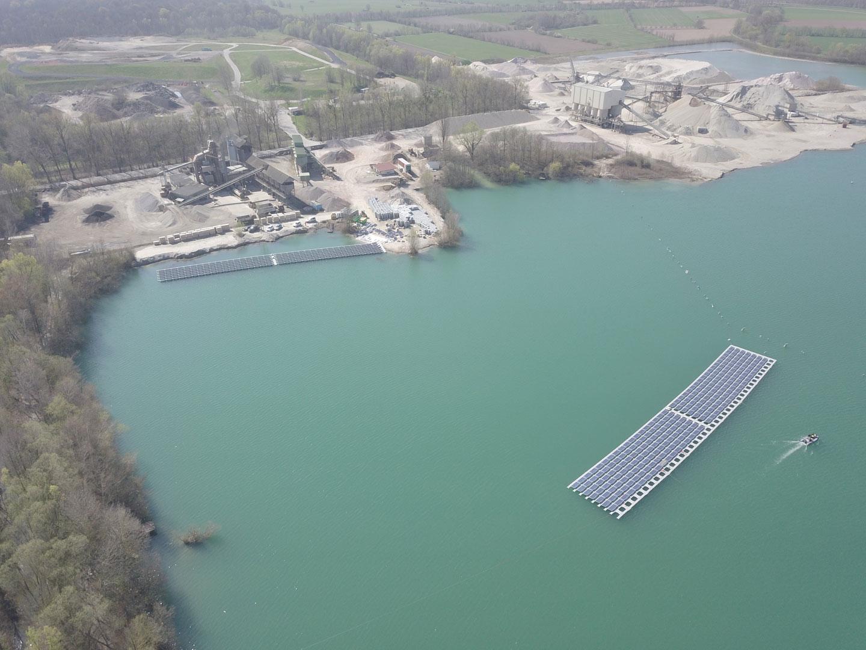 Die größte schwimmende Photovoltaik-Anlage in Deutschland, die im Frühjahr 2019 von der Erdgas Südwest im baden-württembergischen Renchen gebaut wird.