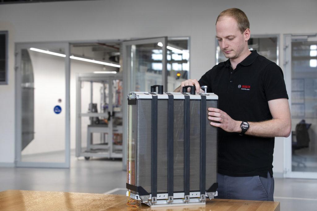 Produktion einer Brennstoffzelle bei Bosch