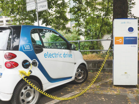 Elektroauto an Ladestation