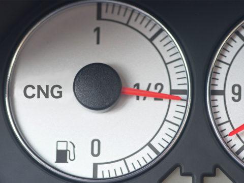 Tankanzeige in einem Erdgasauto