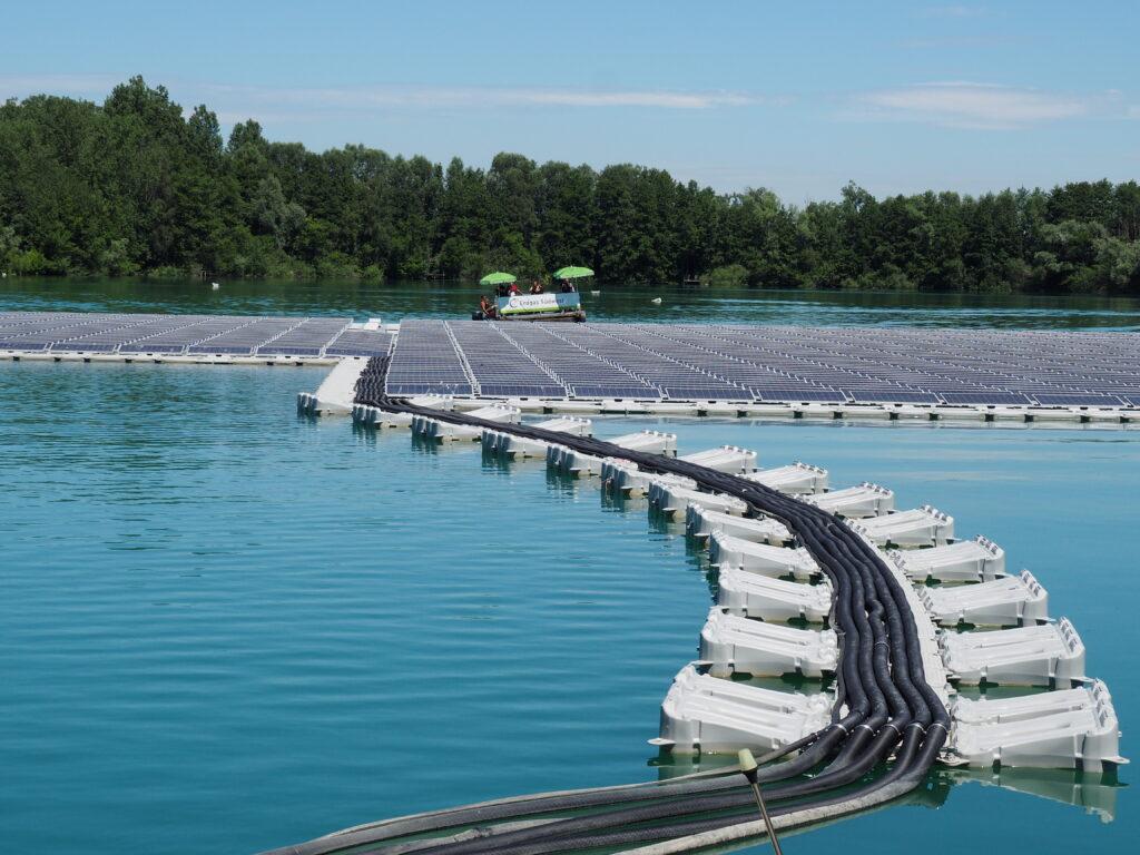 Foto der schwimmenden PV-Anlage in Renchen